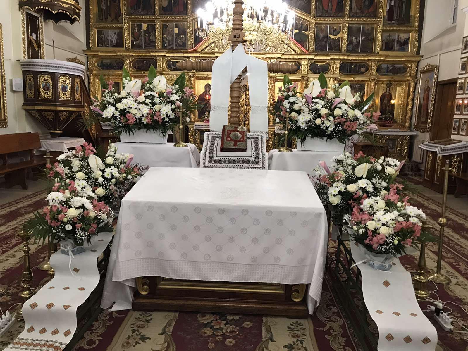 Декорування храмів квітами до Великодня у Львові в 2021 р