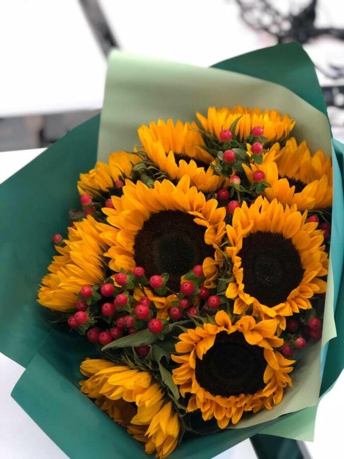 Осінній букет з соняшників