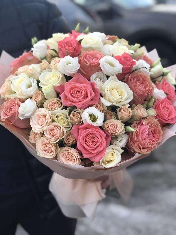 Які квіти подарувати дружині на річницю весілля у 2021-2022 році